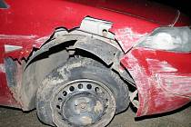 Šestatřicetiletý opilý řidič naboural u Ivančic na Brněnsku do svodidel a vjel do příkopu. Místo řešení nehody si ale jel koupit na blízkou benzínku cigaretu. Byl tak opilý, že sotva stál na nohou a nezvládl ani dechovou zkoušku.
