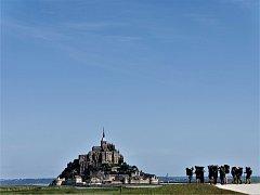 V minus čtyřech stupních, lijácích i za krupobití, nebo naopak ve vedrech a dusnu ušli studenti dějin umění Masarykovy univerzity celkem 1540 kilometrů napříč Švýcarskem a Francií při putování po středověkých památkách.