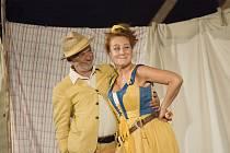 Komedie Veselé paničky windsorské bavila diváky na nádvoří Špilberku nepřetržitě sedm posledních let. Letos má tato Shakespearova veselohra v režii Jiřího Menzela svoji derniéru.