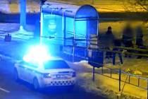 Mladík posilněný notnou dávkou alkoholu se ve čtvrtek v brzkých ranních hodinách rozhodl, že si vyřídí účty s trolejbusovou zastávkou v brněnské Odbojářské ulici. Za jeho neuvážené chování mu hrozí vězení.