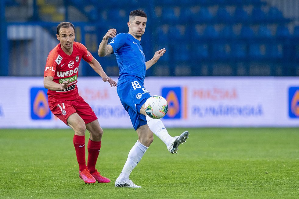 Brněnští fotbalisté (v červeném) v utkání 32. kola remizovali na hřišti Liberce 1:1.