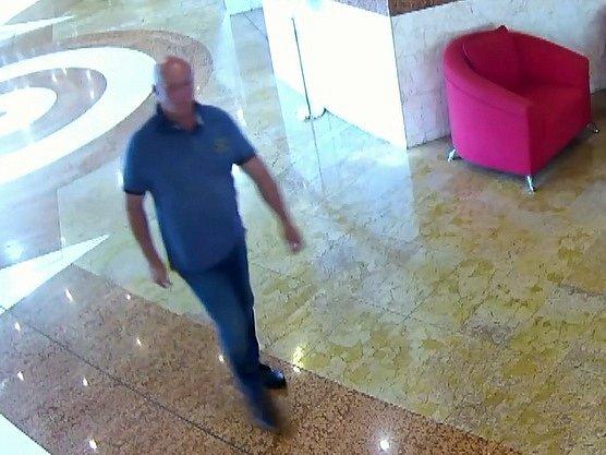 Opomoc spátráním po dvou zlodějích žádají brněnští policisté. Hledaní kradli na konci srpna vkonferenčním sále Bobycentra.