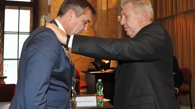 Brněnští zastupitelé zvolili novým primátorem Petra Vokřála.