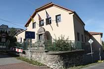 Vranov u Brna je známý jako tradiční poutní místo. Teď se lidé z vesnice bojí, že v hornaté krajině vyroste moderní satelitní čtvrť.