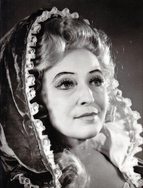 Helena Kružíková jako Kněžna v inscenaci Národního divadla Brno Lucerna v roce 1974.