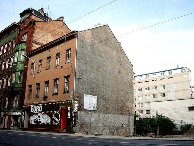 Podvrtaný dům na ulici Milady Horákové