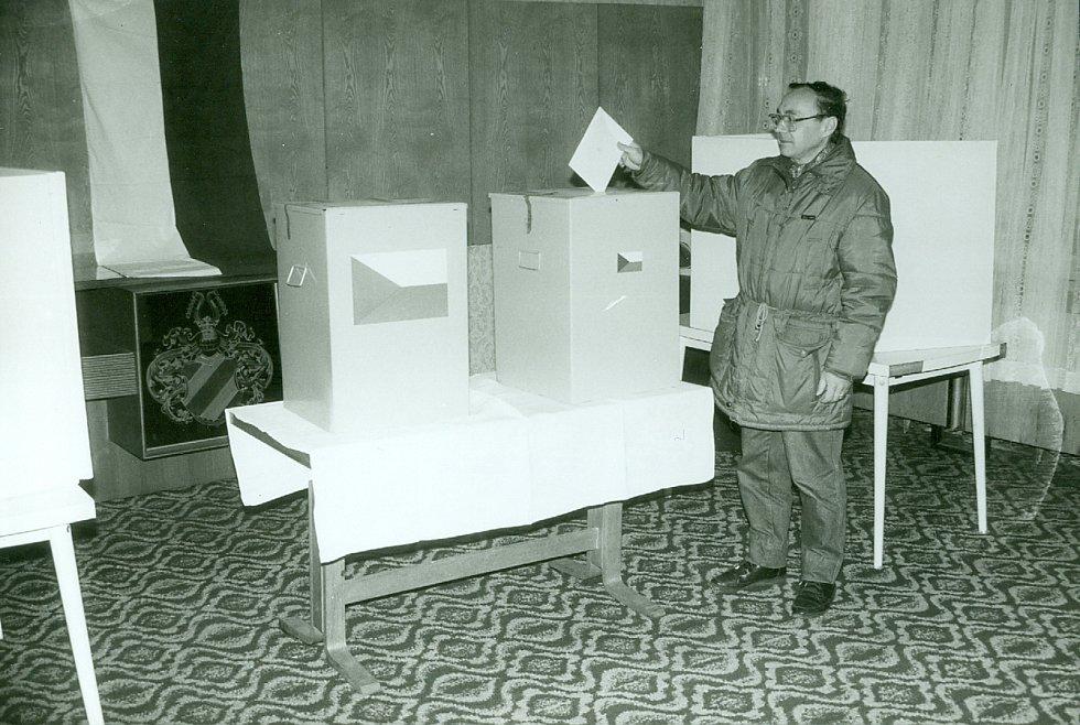 Červen 1990, svobodné volby v Chomutově.