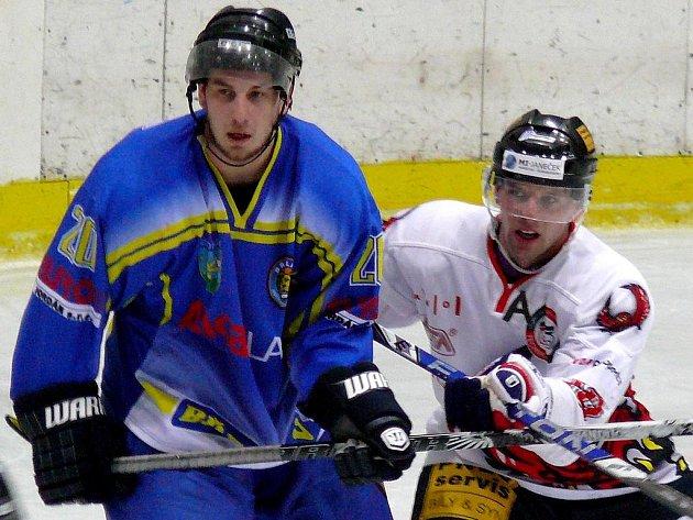 Hokejista Jiří Zapletal (vpravo).