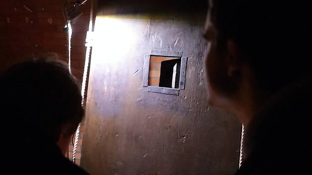 Kryt pod Špilberkem a dveře s temnou historií.