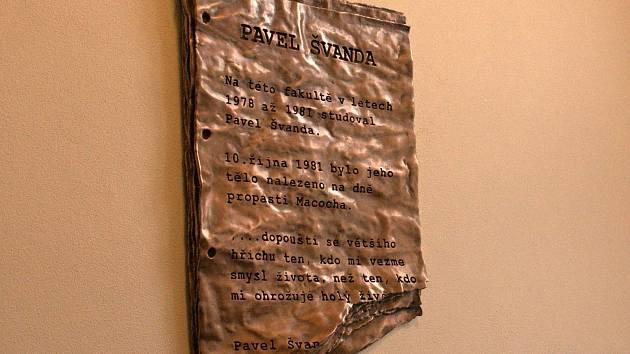 Fakulta architektury Vysokého učení technického odhalila pamětní desku někdejšího studenta Pavla Švandy.