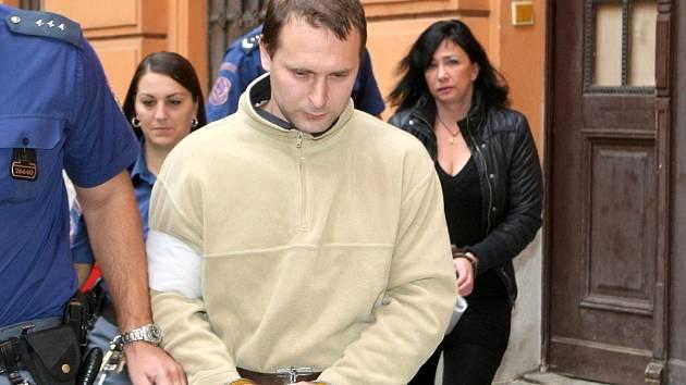 Filip Onderka (na snímku) a jeho bývalá manželka Radka před Krajským soudem v Brně.