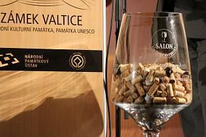 V zámecké jízdárně ve Valticích ve středu slavnostně zahájili nový ročník Salonu vín a předali ocenění úspěšným vinařům.