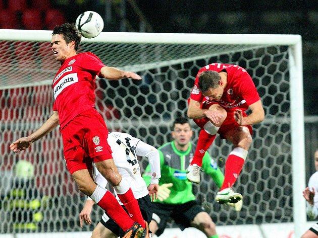Zbrojovka Brno (v červeném) versus Plzeň.