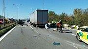 Vážná dopravní nehoda blokovala ve středu v poledne dálnici D1 v Brně ve směru na Prahu. Nehoda se stala na 197. kilometru.