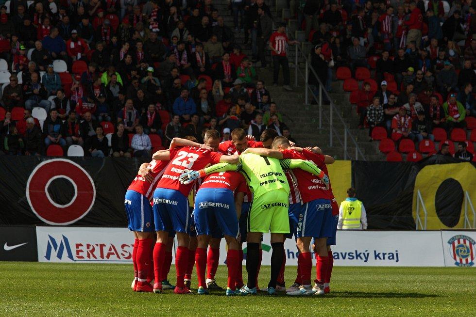 Domácí Zbrojovka (v červeném) prohrála proti pražské Slávii.