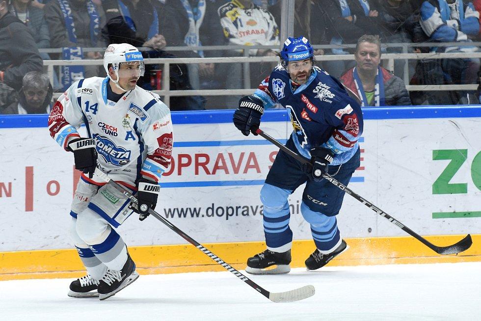 Brno 1.3.2020 - domácí HC Kometa Brno Tomáš Plekanec (bílá) proti Rytířům Kladno (JaromírJágr)