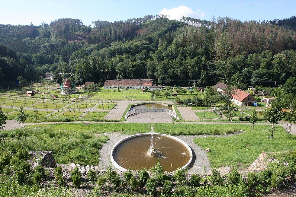 Původně se obyvatelé Brna k vrchnostenské okrasné zahradě na hradě Pernštejn dostat nemohli, teď už ano.