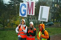 Tisícovka studentů vyšla do ulic kvůli odvolání ředitele.