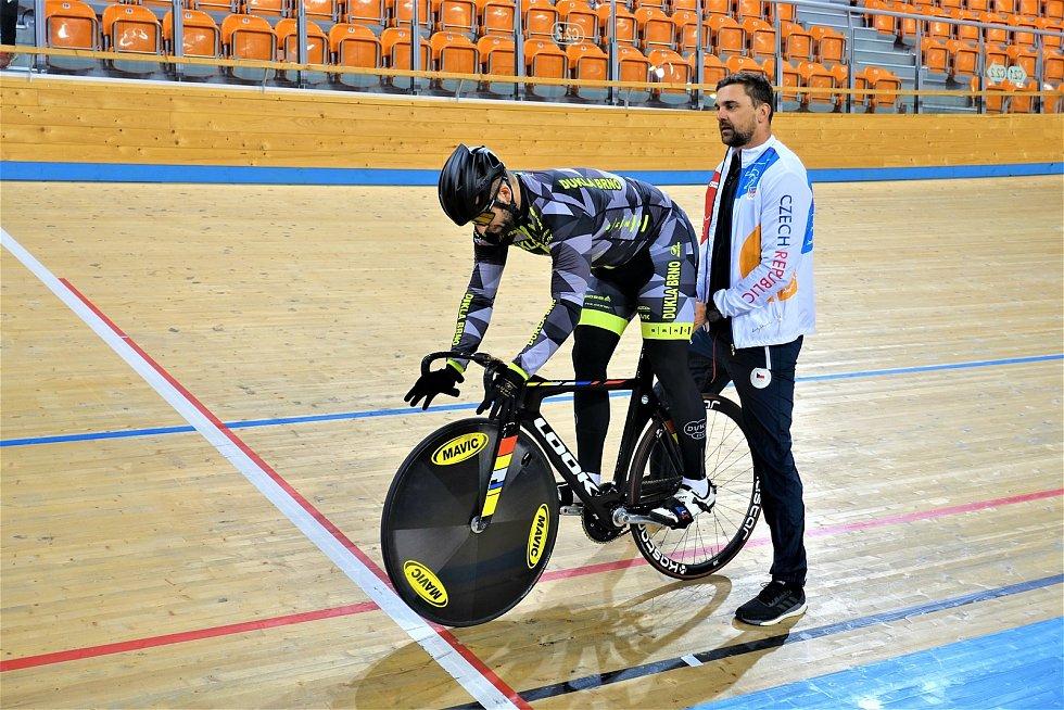 Dráhoví cyklisté brněnské Dukly (David Sojka a trenér Petr Klimeš) strávili další dva týdny na soustředění v Bulharsku.