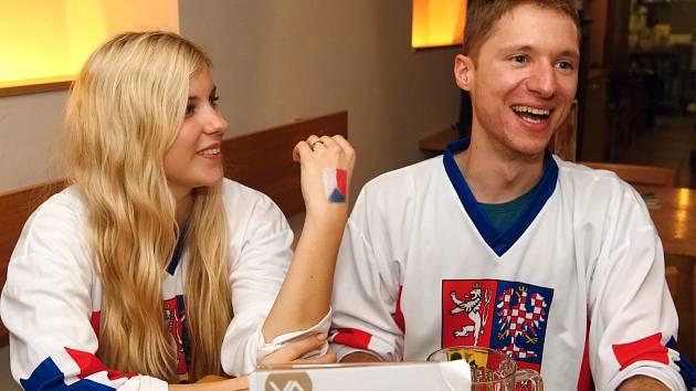 Úspěšnému českému čtvrtfinále na hokejovém mistrovství světa přihlížely stovky fanoušků v brněnských hospodách.