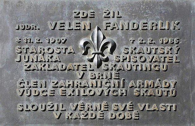 Velen Fanderlik: pamětní deska vBrně na Šilingrově náměstí.