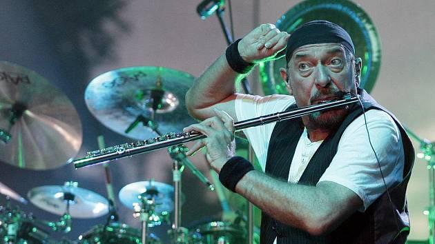 Zpěvák, flétnista, textař a skladatel Ian Anderson z Jethro Tull.