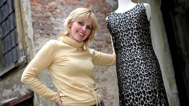 573adc757d16 Marie Zelená obléká modelky ze soutěže Česká Miss. V Brně se jí líbí