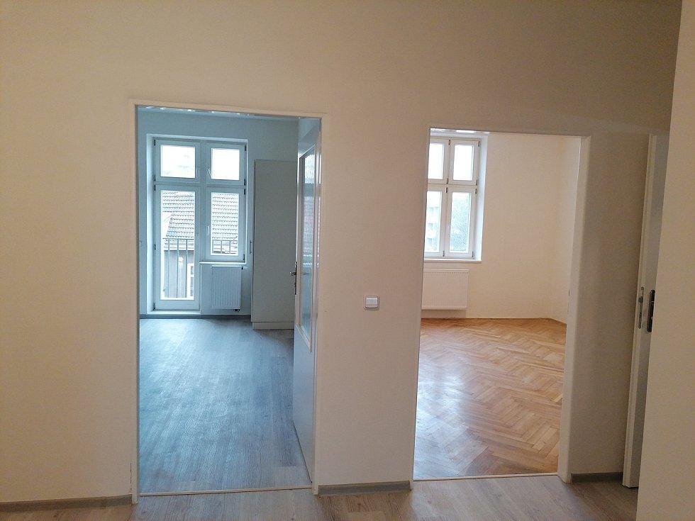 Nově zrekonstruovaný byt na Moravském náměstí v centru Brna, který je určený pro sociální bydlení důchodců.