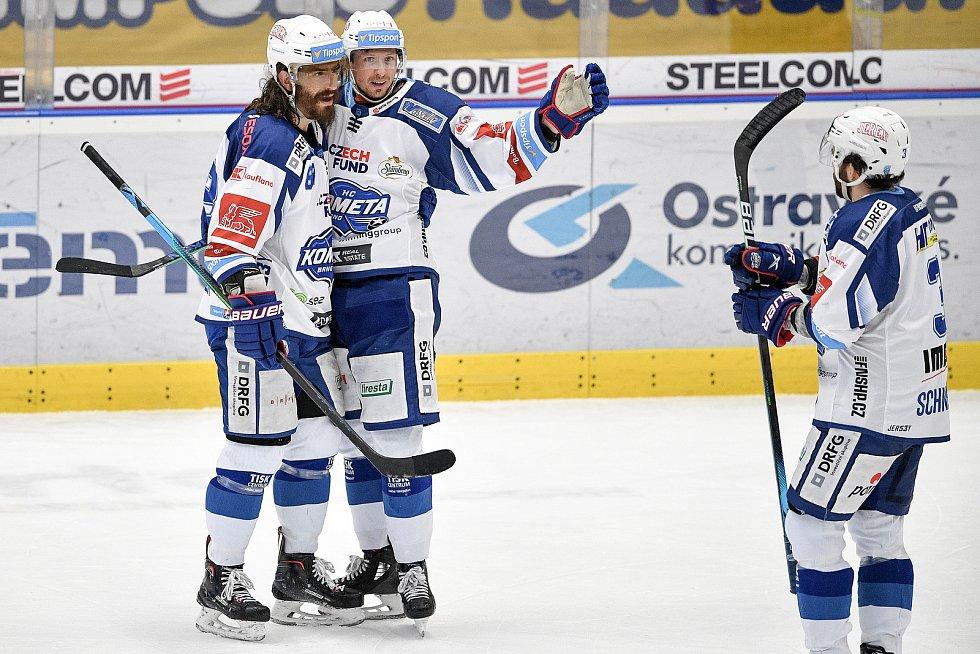 Utkání předkola play off hokejové extraligy - 5. zápas: HC Vítkovice Ridera - HC Kometa Brno, 16. března 2021 v Ostravě. (zleva) Peter Randy Mueller z Brna a Daniel Rákos z Brna se radují z gólu (přijíždí Peter Georg Scheider z Brna)