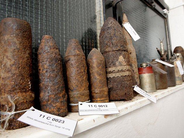 Nevybuchlé granáty se často převáží se do skladu nalezené munice.