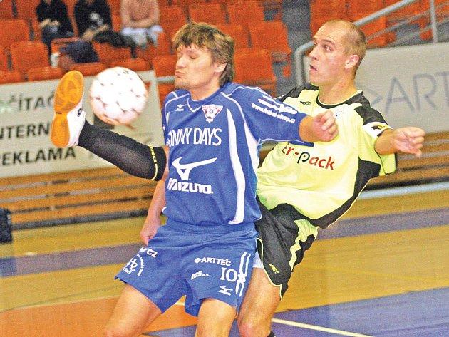 Roman Horák - Helas v souboji s Radovanem Kroulíkem z Chrudimi.