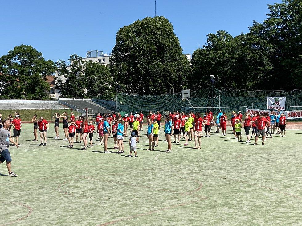 Brno se v parném sobotním odpoledni stalo dějištěm hromadného cvičení sokolů.