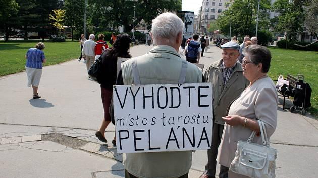 Sraz komunistů k 1.máji na Moravském náměstí v Brně
