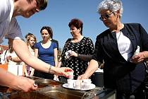 Lidé na Vranovickém jaru ochutnávali guláše nebo soutěžili v pití piva.