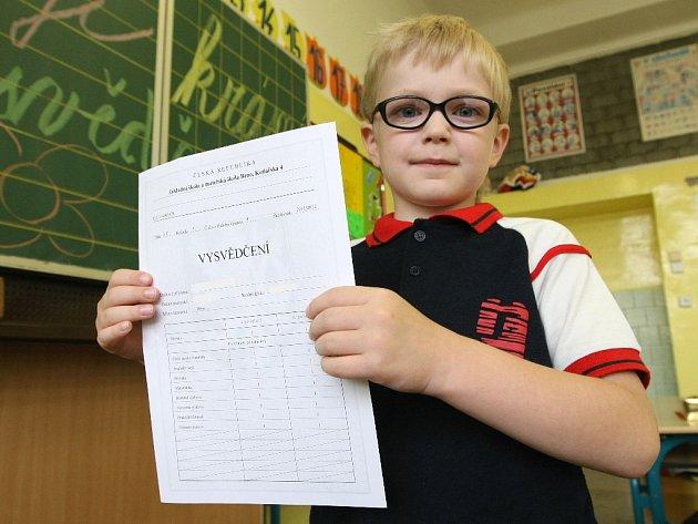 Osmapadesát tisíc dětí dostalo v Brně v pátek ráno vysvědčení.