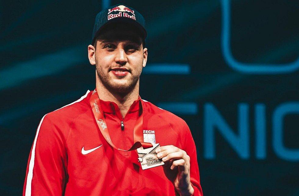 Historický moment. Brněnský fleretista Alexander Choupenitch vybojoval na mistrovství Evropy v šermu v Srbsku třetí místo.