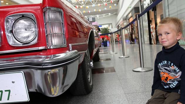 Americká auta v Olympii.