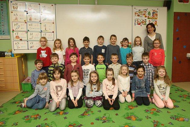 Focení prvňáčků vZŠ Milénova vBrně. Na fotografii třída 1.C střídní učitelkou Markétou Babičkovou.