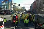 Trolejbus se srazil s tramvají v pondělí odpoledne v brněnské Křenové ulici. Zranilo se zhruba čtyřicet lidí.