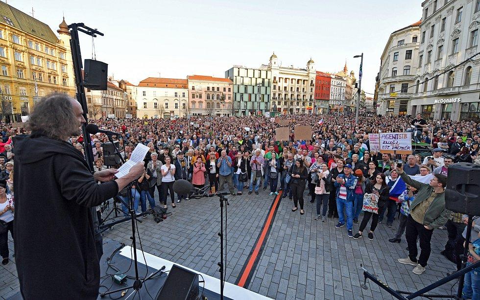 Demonstrace na brněnském náměstí Svobody proti Andreji Babišovi.