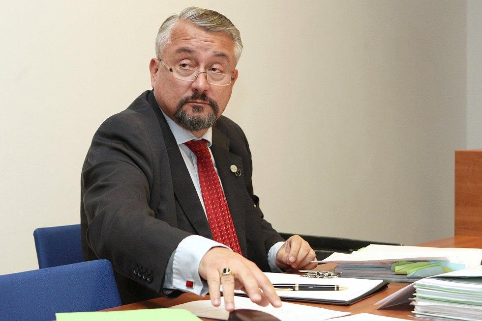 Středeční jednání o sporu prezidenta Miloše Zemana se Svatoplukem Bartíkem u Městského soudu v Brně.
