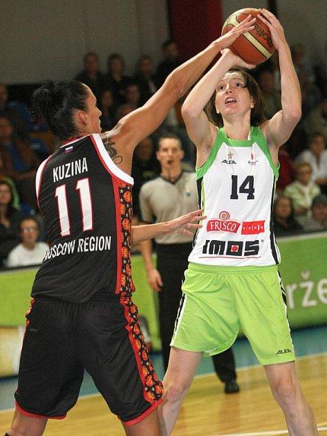 Basketbalistka Frisco Brno Tereza Pecková (vpravo).