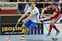 Čeští florbalisté (v bílém) prohráli se Švýcarskem 5:6.