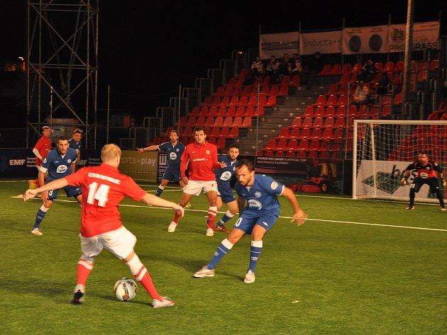 Česká reprezentace v malém fotbalu na mistrovství Evropy v chorvatském Vrsaru bez porážky postoupila ze skupiny E. Na její závěr remizovala a s Řeckem 1:1.