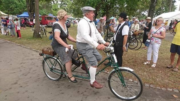 Dobové kostýmy, historická kola a spousta zábavy – taková bývá akce Histokola města Ždánic.