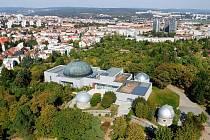 20. prosince příštího roku, uplyne 666 let od první písemné zmínky o brněnské Kraví hoře. Kopci, na kterém stojí Hvězdárna a planetárium Brno.