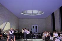 VLIV SECESE. Scénografka Kerstin Jacobssen se pro inscenaci Janáčkovy opery Osud nechala inspirovat dobovými reáliemi.