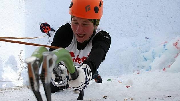 Martina Kratochvílová dělá drytooling, sportovní lezení, kde se ke zdolávání stěny používají ledolezecké zbraně.