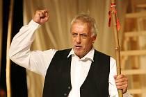Herci ze souboru Městského divadla Brno v pondělí dopoledne poprvé zkoušeli na jevišti v kostýmech hru Mojžíš, kterou o víkendu zahájí novou sezonu.