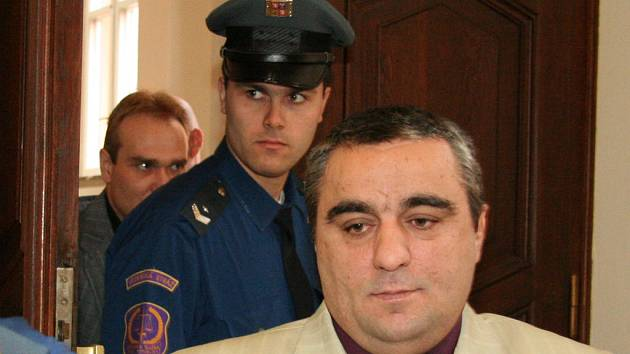 Mezi obžalovanými je také Bajram Pireci.